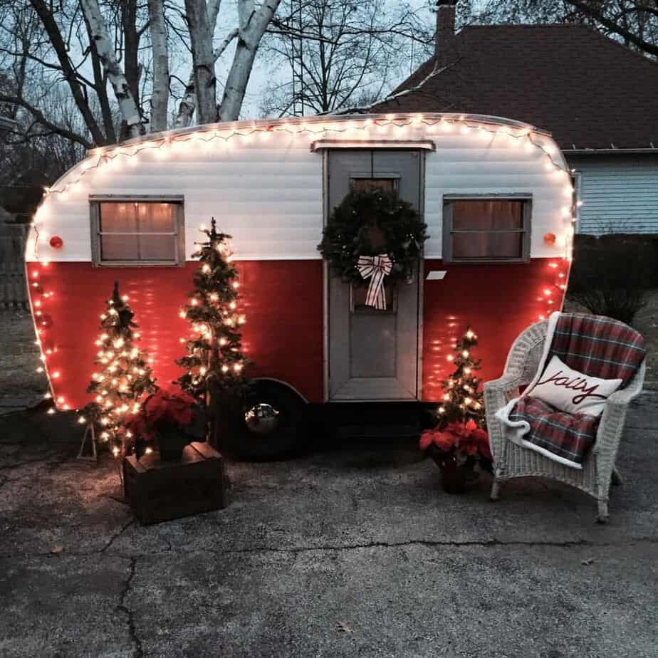 Vintage trailers 54 camperism for Airstream christmas decoration